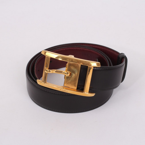 Belt buckle and two leathers including one crocodile skin T.92