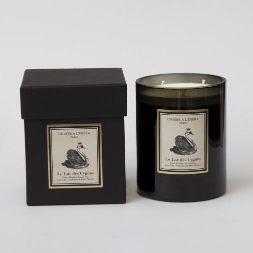 Bougie parfumée 3 mèches - LE LAC DES CYGNES Fleurs Blanches du Sous-Bois 1KG