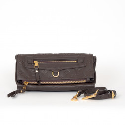 Clutch Pétillante Cuir Empreinte Terre and its shoulder strap