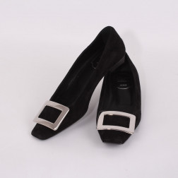 Pair of woman shoes size 35