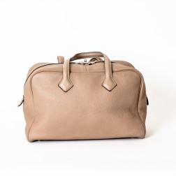 Handbag Victoria leather Togo grey tourterelle color